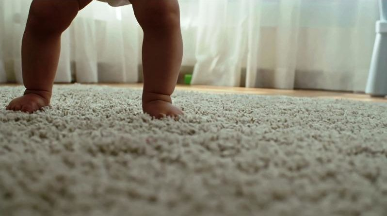 Bambini a piedi scalzi
