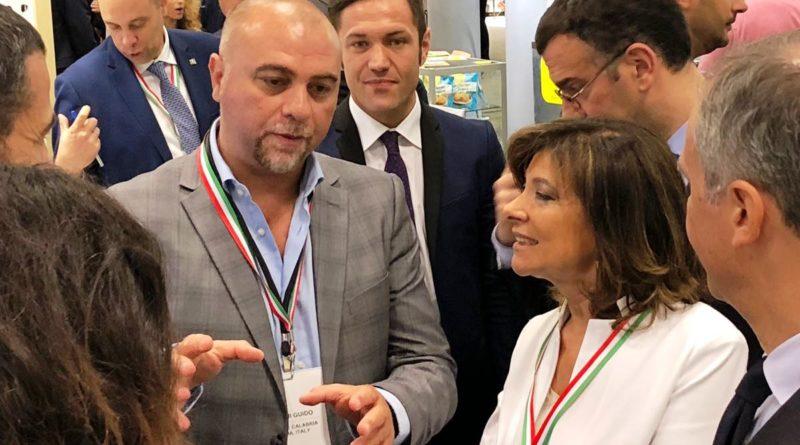 Casellati in visita allo stand della Calabria