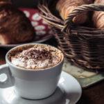 Una ricca colazione italiana aiuta a iniziare la giornata carichi