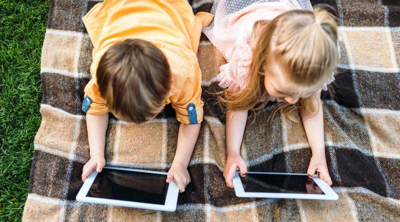 Rapporto tra bambini e schermi digitali