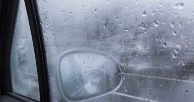 Disappannare il vetro dell'auto