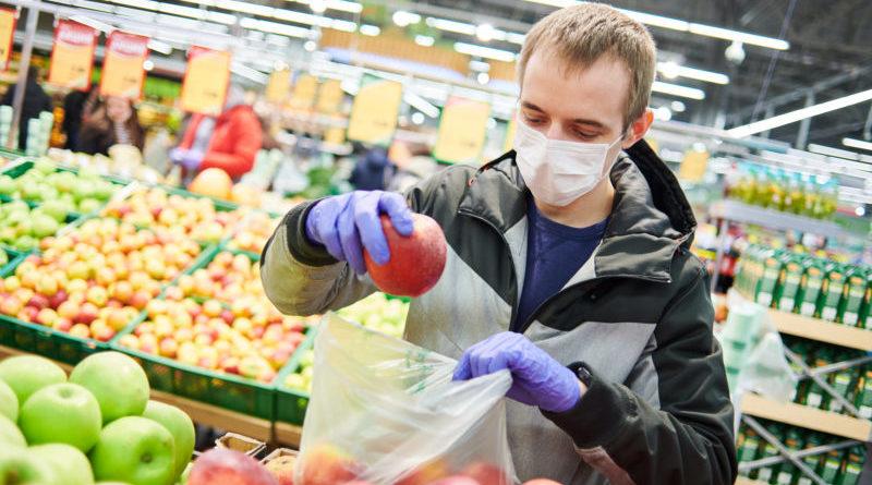 Alcune semplici regole aumentano l'efficiacia dell'uso dei guanti (Foto Dmitry Kalinovsky)