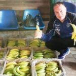 Un imprenditore di Cardito compra una tonnellata di banane per i bisognosi