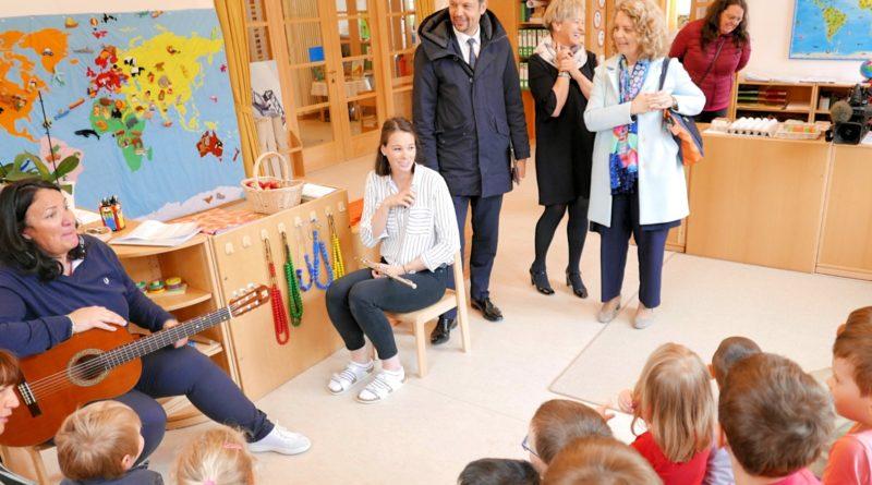 """Un sopralluogo del 2018 alla scuola dell'infanzia """"Salieta """" di Ortisei dell'assessore Alfreider con la direttrice Ploner (Foto: ASP)"""