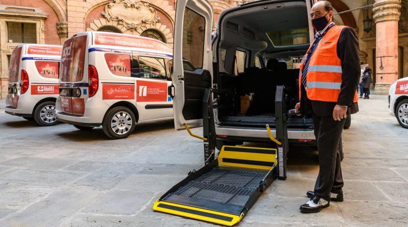 PMG Italia ha consegnato al Comune quattro nuovi veicoli attrezzati all'accompagnamento di persone disabili