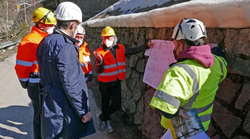 Sopralluogo dell'assessore Daniel Alfreider con i tecnici per il risanamento del ponte sull'Isarco della SS12 a Colle Isarco. (Foto: ASP/Ingo Dejaco)
