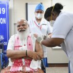 Narendra Modi ha ricevuto il primo vaccino contro il coronavirus prodotto in India