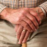 I bastoni per anziani ottima soluzione per chi vuole recuperare la mobilità