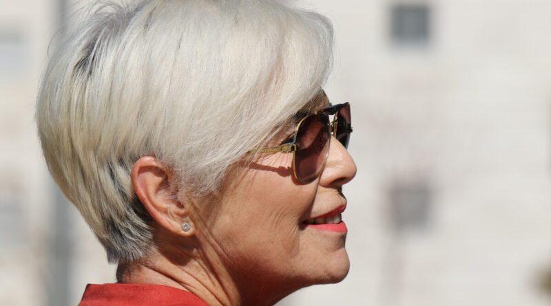 taglio capelli donna over 50 - Foto di Orna Wachman da Pixabay