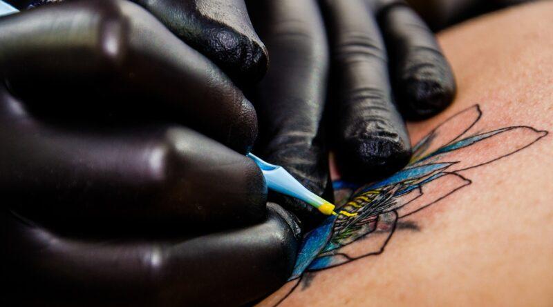 tattoo artist - Foto di Marcelo Bragion da Pixabay